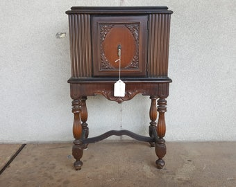 Lovely Antique Humidor with Copper Lining / Vintage End Table Nightstand Humidor / Cigar Smoking Stand