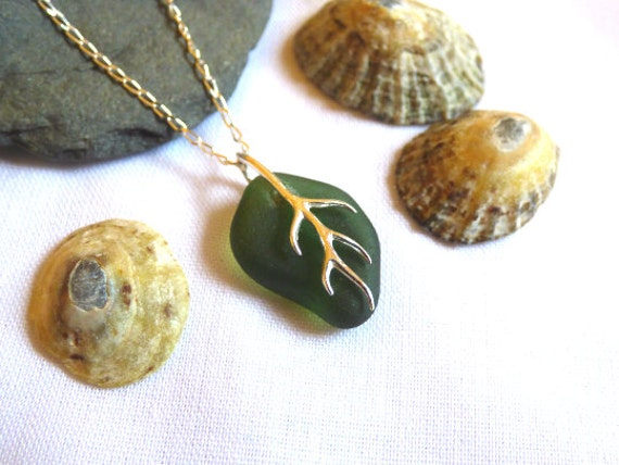 Green Sea Glass with Silver Vine Leaf Shape Pendant Necklace - PD16015