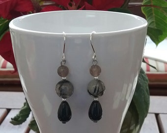 Silver, Onyx, agate grey and glittering quartz earrings