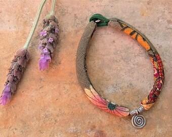 Ethnic bracelet. Silver and kimono Fabric bracelet. Ethnic jewelry. Silver jewelry. Fabric kimono and 925 silver bracelet. Ethnic jewelry.