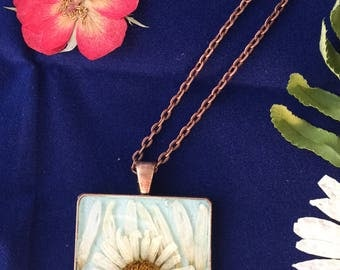 Real Daisy preserved in Resin, Pendant Flower Necklace