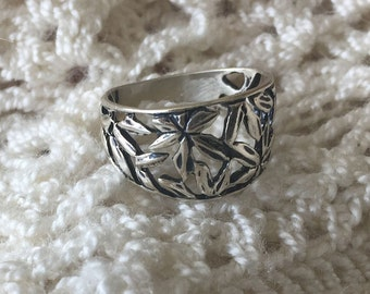 Vintage Stamped Sterling Silver Leafy Lattice Ring