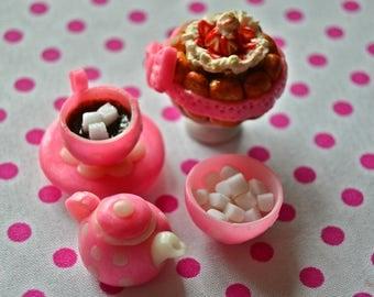 Miniature dollhouse miniature foo. Tea service and cake , dollhouse miniature 1:12 scale . Miniature pour maison des poupées service à thé .