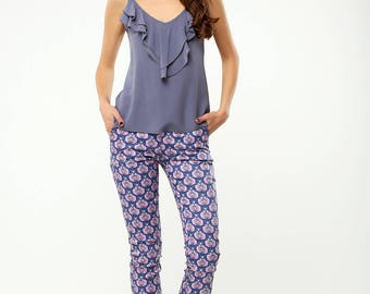 Cotton blue pants with a pink pattern
