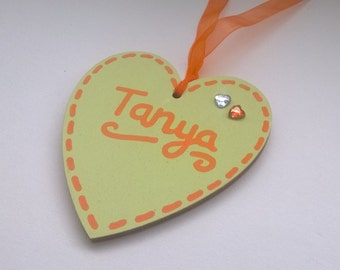 50 Wooden Hearts Personalised Hand Painted Colour Scheme Wedding Favour Place card Keepsakes