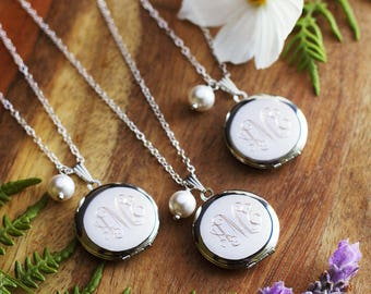 Set of 8 Personalized Bridesmaids Lockets with Pearl - Custom Bridesmaids Gift - Engraved Bridesmaids Necklaces