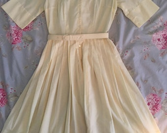 Vintage yellow 1950s housewife dress