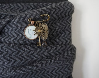 Small Brooch Pin, Mixed Metals brooch,  Gold Scarf Pin , Kilt Pin, Owl Jewlery,  Costume Jewelry,  Brooch Pin, Gold Jewelry