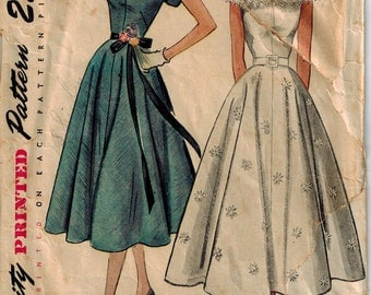 1951 Simplicity 3410 Sweetheart or V Neckline Day Dress Sewing Pattern Vintage Size 14 GORGEOUS
