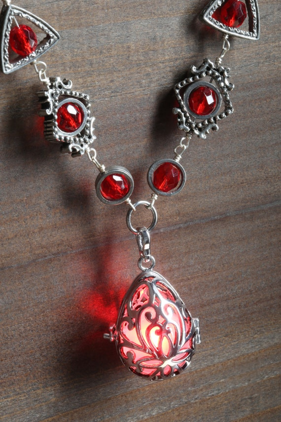 Neo Victorian Jewelry - Necklace - Drop locket with red glowing orb