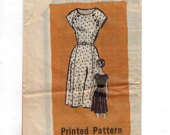 1960s Vintage Sewing Pattern Mail Order 9418 Misses Raglan Sleeve Day Dress Size 18 Half Bust 39 1960s