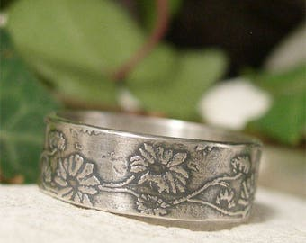 Organic Daisy Chain Sterling Silver Ring, Rustic Woodland Flower Ring, Oxidized Silver Summer Wedding Band, Hand Forged Metalwork Jewelry