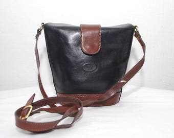 80s bucket bag. black and brown leather bag. shoulder purse. crossbody bag by L'ARTIGIANO made in Italy