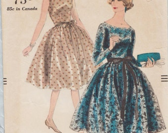 Vogue 9712 / Vintage 1950s Sewing Pattern / Dress And Petticoat / Size 12 Bust 32