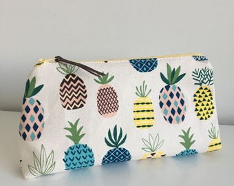 Zipper Pouch - Pineapples on Cream