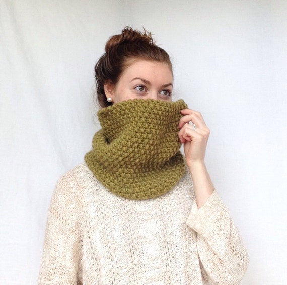 Cowl Knitting Pattern For Beginners : Cowl Knitting PATTERN Chunky Knit Cowl Pattern Infinity Scarf Pattern Instant...