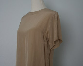 Vintage Shirt / 90's Bill Blass Silk Shell / Small / Khaki Blouse / Neutral Basic / Minimal / Classic / Short sleeve top / Tan, taupe