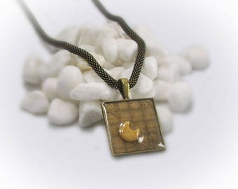 Resin Jewelry Resin Pendant Gemstone Necklace Statement Necklace Bronze Mesh Chain Necklace Gemstone Moon Cabochon Resin Pendant - 13092