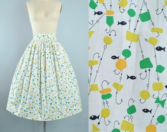 "Vintage 50s NOVELTY Print Full Skirt / 1950s White Cotton FISHING Lake Bait Tackle Hook Fisherman Print Pinup High Waist 28"" 29"" Medium M"