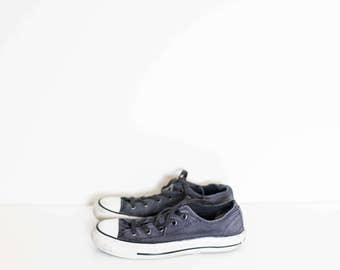 CONVERSE dark gray sneakers low tops - size 6 women's - size 4 men's