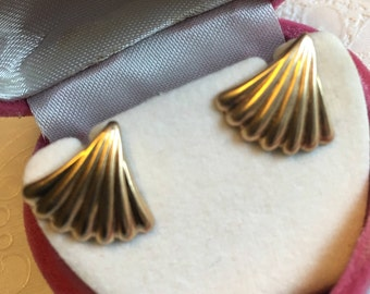 14K yellow gold shell earrings   VJSE