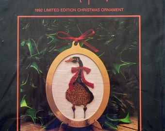 P. Buckley Moss | 1992 Limited Edition | CHRISTMAS ORNAMENT | Counted Cross Stitch Kit
