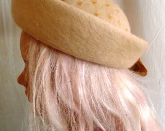 Vintage 1960s Hat Beige Mohair Breton Turned Up Brim Netting Trim