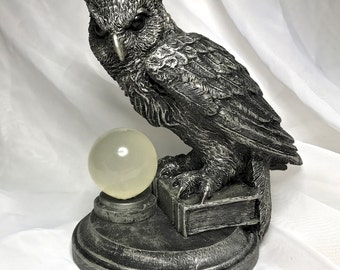 Horned Owl: Witch's Familiar Statue