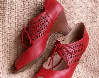 Vintage Red Leather Kitten Heel Peep Toe Shoes Nine West 40s Swing Dance Style Cut Out Laces Old Hollywood Glamour Girl Pinup Girl Size 10