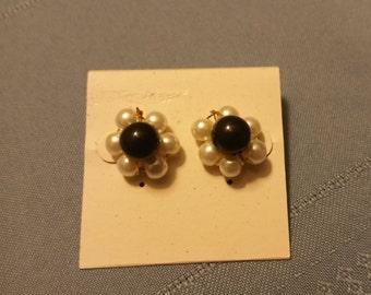 Black Pearl Circle Earrings