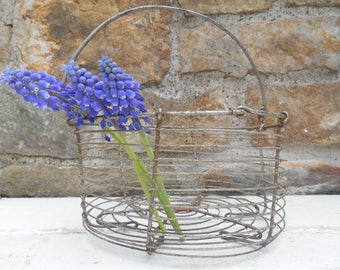 Vintage Wire Metal Egg Basket Smaller Size with Handle Industrial French Farmhouse Rustic Round Basket Storage Organization