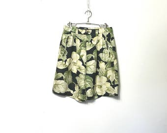 Vintage 90's Shorts Silk Tommy Bahama High Waist Shorts Pleated Med Hawaiian Floral Print Womens Shorts Size 10 Med Large M L F