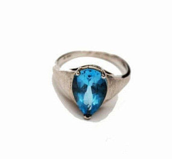Blue topaz sterling Ring - Blue gemstone -  size 9 1/2 - Brushed silver - Gift for her