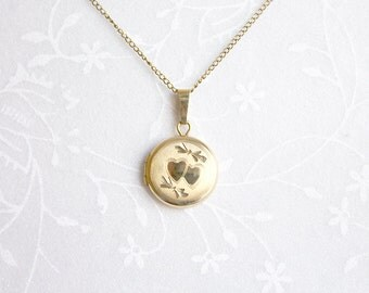 Small Vintage Locket, gold-filled round locket, petite round locket, little locket, vintage 14K GF locket necklace, Midcentury Locket