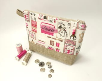 Personalized zipper bag, beige & pink / Sewing accessories printed fabric / Gift for sewer / Project bag / Plate with name / Waterproof