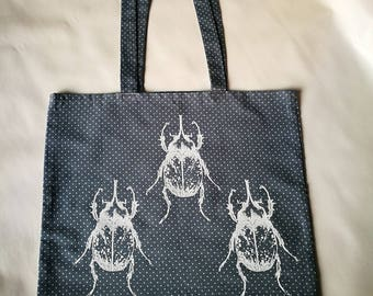 Tote bag in cotton with screen printing pattern.