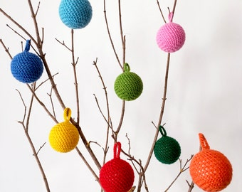 Hand-crocheted Christmas tree decoration in soft wool (diameter 6 cm)
