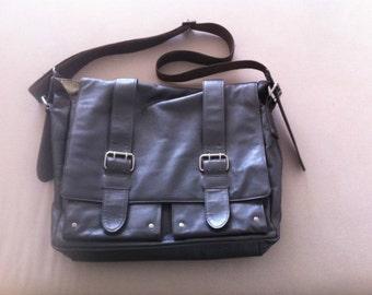 Soft leather - PRIDE & SOUL model TANK - Brown shoulder bag dark