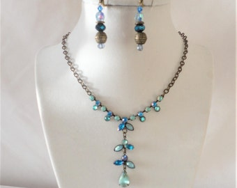 Vintage Brass Aqua Blue Flower Center Necklace Set.