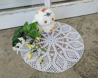 Small Lacey Pineapple Doily
