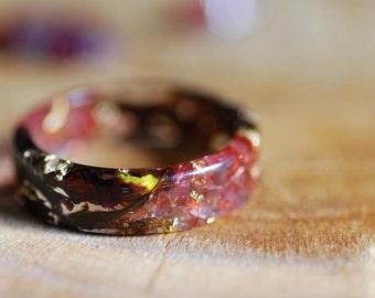 Garnet Ring, Raw Stone Ring, Pressed Flower Ring, Natural Red Stone, Gothic Promise Ring for Her Weeding Dark Ring, Boho Rings, Resin Ring