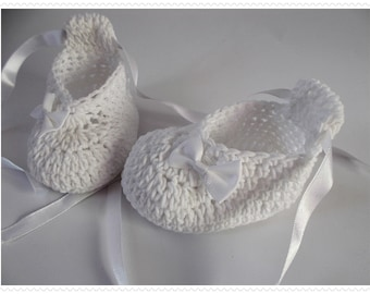 Christening crochet white shoes Blessing Boots White Crochet baby shoes Baby shower Newborn shoes Baby girl's shoes Knit baby shoes