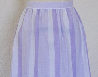 Vintage 1970s/ 1980s knee length skirt. White skirt. Purple skirt.