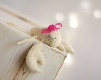 Needle Felted Crab - Dreamy White Felted Crab With Scarlet Ribbon - Needle Felt Crab - Needle Felt Animals - Summer Home Decor - Blush Pink