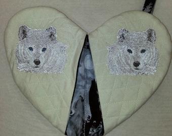 Snow Wolf - Heart Shape Pot Holder #17