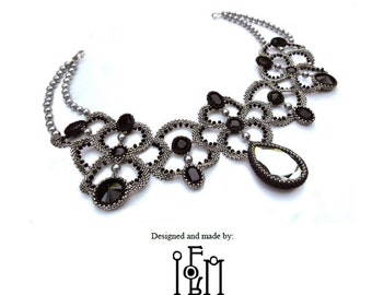 Beaded Necklace Tutorial - Monochrome Necklace