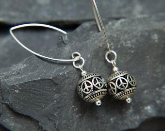 Chei Peace sign hoop earrings. Bali Earrings. Dangle hippie chic silver earrings. Zen earrings Small hoop earrings by Molax Chopa tribe