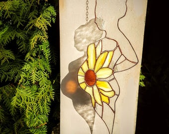 Stained glass maternity gift, Glass suncatcher of pregnant woman with sunflower over belly pregnancy,Mama to be gift ,pregnancy gift