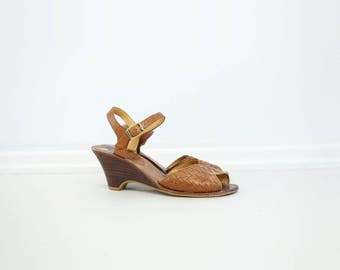 Tan Wedge Sandal 70s Vintage Sandal Peep Toe Sandal Tan Leather Sandal 70s Does 40s Sandal Low Heel Wedge 70s Summer Shoes Size 5