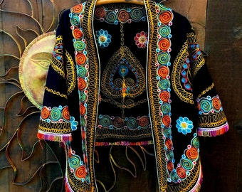 FREE US Ship, Vintage 1970's Embroidered Cape, Vintage Wool Embroidered Cape, Bohemian, Ethnic, Gypsy, Hippie, Folk, Tribal